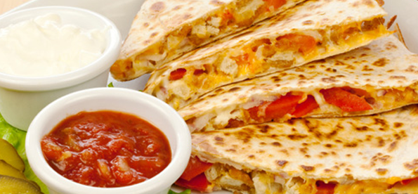 Chicken and pepper quesadilla with sour cream and salsa